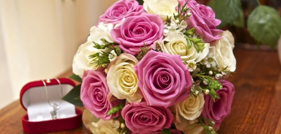 Buchete de mireasă din trandafiri
